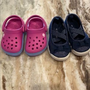 Baby girl shoes Crocs Carter's Sz 4